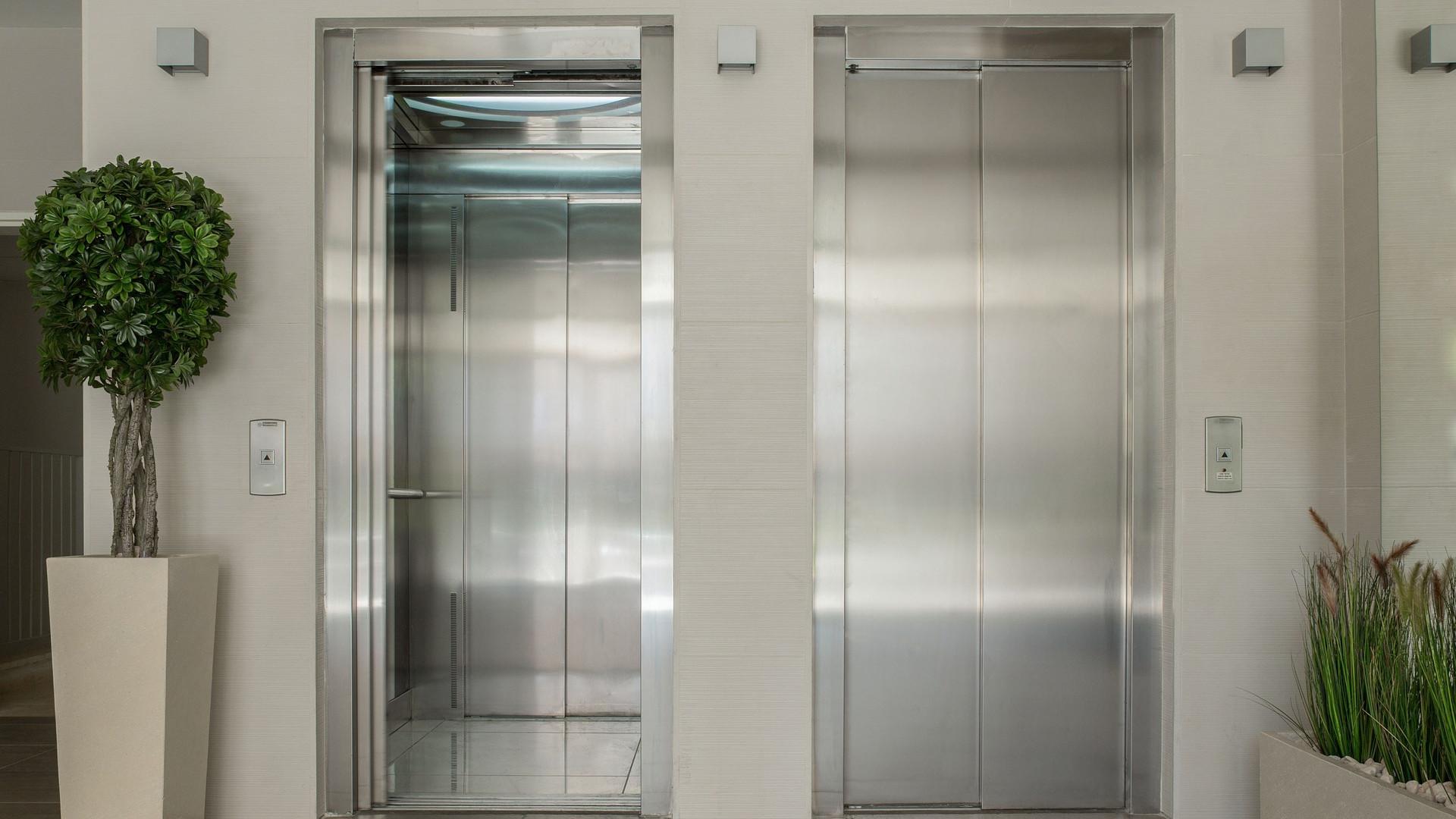 elevators-1756630_1920